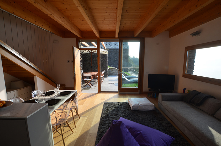 05 Bellano Sitting and Terrace